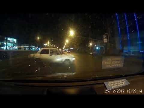 Жёсткое столкновение с отбойником в Краснодаре