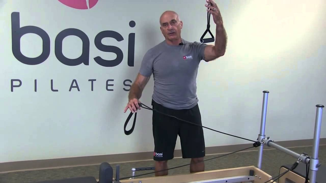 In this video, Rael presents the review of the new adjustments of the ropes and straps on the Reformer.