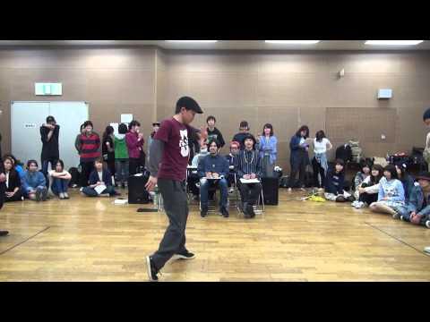 【Youtube パンチラ】体育座りでダンスを見るJKちゃんのパンツが映っちゃってるんだがww 問題のシーン1:25 | 女子校生動画リアル | 無料エロ動画まとめ