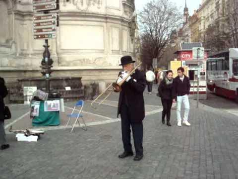 Street Performer in Staroměstské náměstí