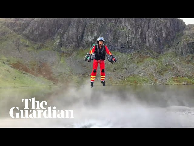 Британские спасатели тестируют мощные джетпаки для помощи пострадавшим в горах