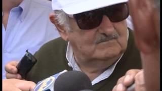preview picture of video 'Declaraciones de Mujica a la prensa en Tacuarembó.'