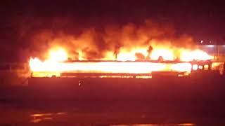Пожар на судне в Москве, 1 марта 2018г  Южный речной вокзал, возле Панда сити, Москва река