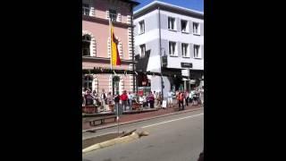 preview picture of video 'Meibaum Aufstellen in Zwiesel 2012'