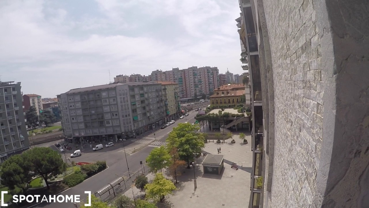 Rooms for rent in a modern 4-bedroom apartment in Sesto San Giovanni