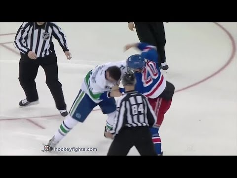 Alexandre Burrows vs Chris Kreider
