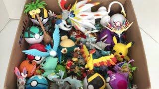 Pyroar  - (Pokémon) - Box of Pokemon Figures Moltres White Kyurem Articuno Pyroar Alolan Exeggutor Snorlax Litleo