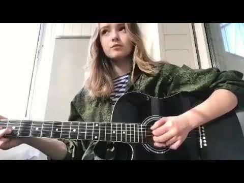 Девушка красиво поет под гитару (Голубые береты - память) Кавер/Cover