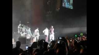 preview picture of video 'One direction - Mexico 5 de Junio Niall bailando danza irlandesa.AVI'