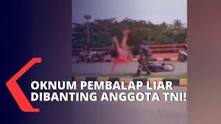 KOMPAS.TV - Aksi anggota TNI mendadak viral di media sosial, saat membanting seorang pengendara motor yang menabraknya hingga terjatuh.  Kesal akan aksi balap liar, seorang Anggota TNI mendadak viral di media sosial setelah membanting seorang oknum pembalap liar yang menabraknya, hingga terjatuh.  Dari informasi yang didapat dalam akun Instagram @indonesian_military45, diduga seorang pembalap liar menabrak anggota TNI hingga terjatuh.  Peristiwa kecelakaan ini terjadi di atas sebuah jalan layang.  Adu mulut antara Anggota TNI dan seorang pembalap liar, sempat terjadi.  Hingga akhirnya, Anggota TNI melempar pembalap liar ke trotoar.  Pembalap liar pun langsur menghindari Anggota TNI, setelah peristiwa ini.