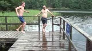Подскользнулся перед прыжком в воду - Видео онлайн