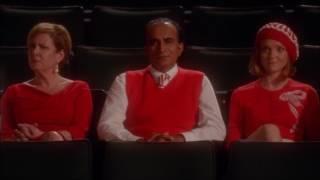 Extrait (VO) : Sue renomme l'auditorium au nom de Finn