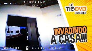 DRONE INVADE A CASA BATE E CAI - VOO FPV COM EMAX TINY HAWK 1 DECOLANDO DE DENTRO DO ESTÚDIO