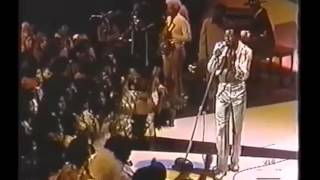 Al Green - Here I Am (Come and Take Me) - live on The Midnight Special
