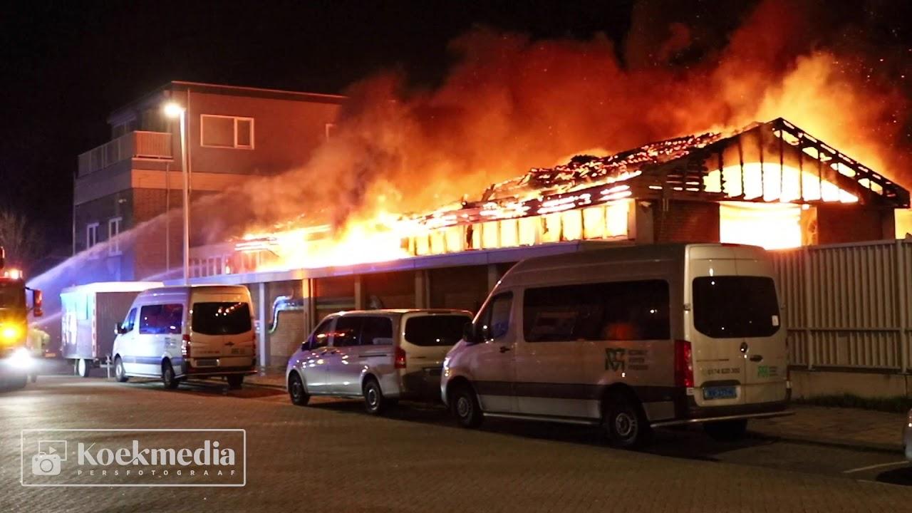 Zeer grote brand verwoest kringloopwinkel in Hoek van Holland
