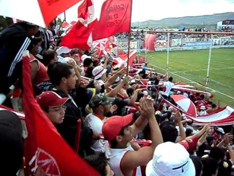 """Gol de Huracán; Festeja la Barra de Fierro"" Barra: Barra de Fierro • Club: Huracán de Comodoro"