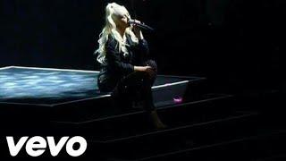 Christina Aguilera  (blank page live)