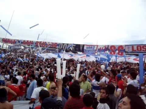 """""""Los Cruzados Salida v/s Madres en el vertedero / 31-10-2009"""" Barra: Los Cruzados • Club: Universidad Católica • País: Chile"""