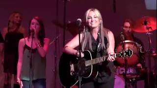 Lee Ann Womack - I'm a Honky Tonk Girl (Live)