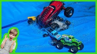 RC MONSTER TRUCK CRASHiNG TOY MONSTER TRUCKS for KIDS!