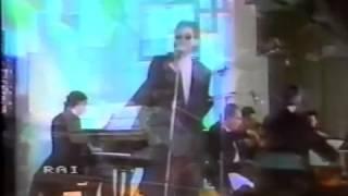 """Battiato canta """"L'animale"""" ed intervista di Pippo Baudo - 1985"""