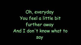 5 Seconds of Summer -Close as Strangers Lyrics