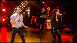 Train & Martina McBride perform ''Hey, Soul Sister'' on CMT Crossroads