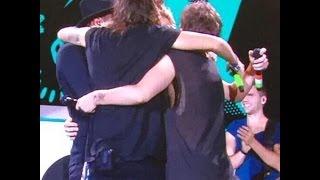 Найл Хоран, [9/13/2015][#OTRABoston] One Direction singing Happy Birthday to Niall and GROUP HUG tonight!