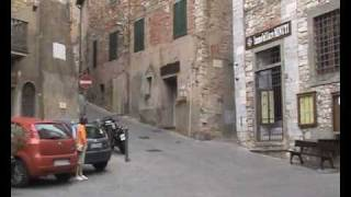 preview picture of video 'Strassenverkehr in Campiglia Marittima'