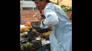 preview picture of video 'Fruit wala in Islamabad'