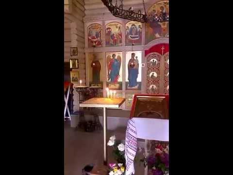 Можно ли брать икону в церкви