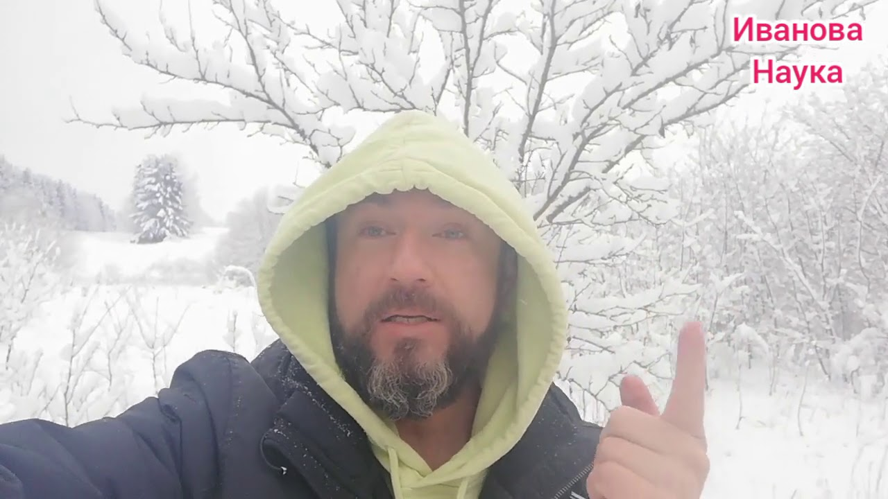 И весело, и полезно, и забавно. Польза от утаптывания снега в саду.