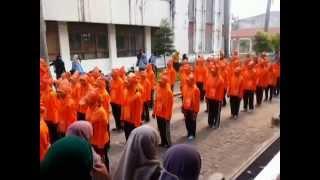 preview picture of video 'Penampilan Perklorat - Ikatan Kimia 2013/2014'