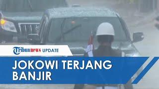 Tinjau Lokasi Bencana di Kalsel, Presiden Jokowi dan Rombongan Terjang Banjir