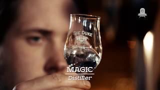 THE DUKE - Munich Dry Gin guugie hat uns in der THE DUKE Destillerie in Aschheim bei München besucht, um einen Blick hinter die Kulissen zu werfen. Dabei haben sie sich nicht nur gründlich umgesehen, sondern auch unseren Destillateur Magic interviewt.