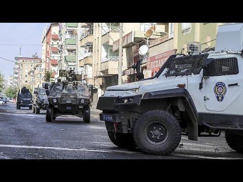 Mueren dos policías turcos y siete presuntos militantes del grupo Estado Islámico en un tiroteo