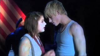 Extrait (VO): Lucy and Maxxie Kiss in the Play