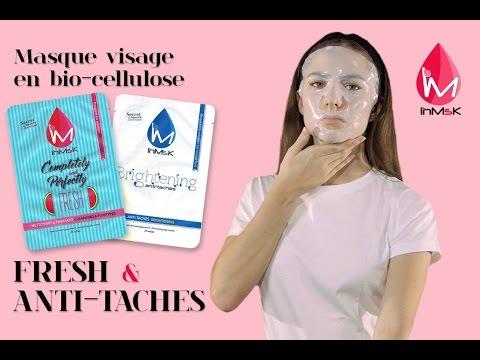 Les masques en papier pour la personne par les mains