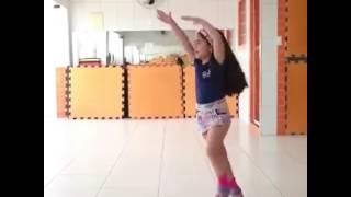 """Criança dançando """"Olha a explosão-Mc Kevinho""""😂😂❤😍"""
