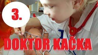 Doktor Kačka léčí své panenky 3 🚑   Testování hraček   Máma v Německu