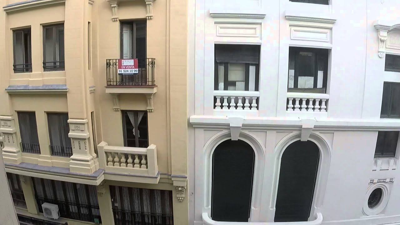 Cozy room with window with street view in shared apartment, Puerta del Sol