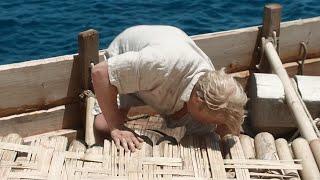 【穷电影】探险家出海冒险,发现木筏底下有怪声,伸手去抓反而被吓了一跳