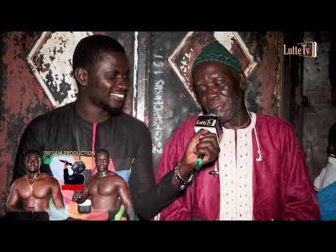 Remise de drapeau à Ndongo Cissé parrain du combat Balla Niamina vs Gaïndé