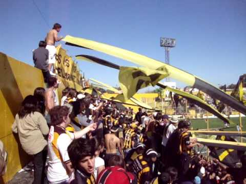 """SE PARECE MAS A TI (AURINEGRO)"" Barra: La Banda Monstruo • Club: Almirante Brown"