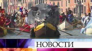 В Италии проходит ежегодный Венецианский карнавал.