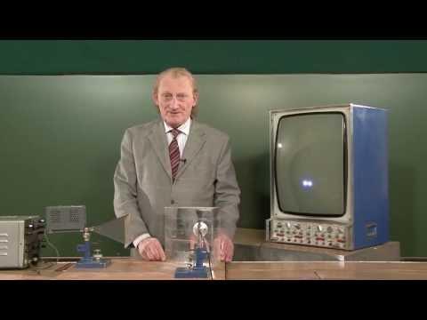 Трехсантиметровые волны: закон отражения (диэлектрик) - демонстрация в инженерно физическим институте