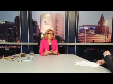 Maria Helena à conversa com Luís Pires, do jornal Luso-Americano