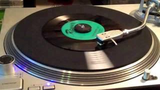 Corry Brokken & Ronnex Orchestra - Wees maar niet Boos (1957)