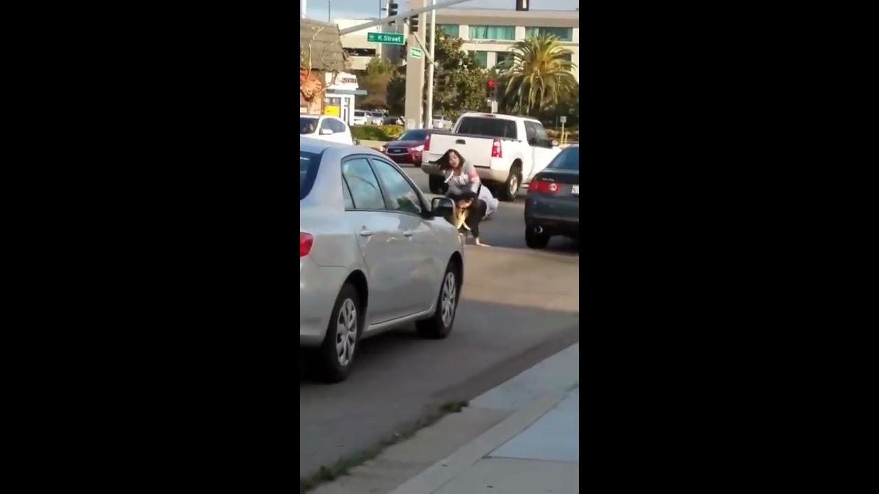 Полицейский в гражданском остановил драку