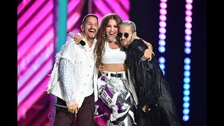 "Thalia & Mau y Ricky - Ya Tú Me Conoces (Premio Lo Nuestro 2020)  Música Disponible: All DSPs: https://smarturl.it/ThaliaxMauyRicky Apple Music: https://smarturl.it/ThaliaxMauyRicky/applemusic Spotify: https://smarturl.it/ThaliaxMauyRicky/spotify Amazon: https://smarturl.it/ThaliaxMauyRicky/az iTunes: https://smarturl.it/ThaliaxMauyRicky/itunes Googleplay: https://smarturl.it/ThaliaxMauyRicky/googleplay YouTube: https://smarturl.it/ThaliaxMauyRicky/youtube   Redes:   Thalia Página web oficial: http://www.thalia.com    Facebook: http://www.facebook.com/Thalia    Twitter: http://www.twitter.com/thalia     Instagram: http://www.instagram.com/thalia  Snapchat: @RealThalia  Mau y Ricky Instagram: https://www.instagram.com/mauyricky Twitter: https://twitter.com/MauYRicky Facebook: https://www.facebook.com/MauyRicky  #Thalia #MauyRicky #YaTúMeConoces #PLN #PremioLoNuestro  Official Video by Thalía & Mau y Ricky performing ""Ya Tú Me Conoces"" (C) 2020 Sony Music Entertainment LLC  Video Cortesia: Univision Networks - Premio Lo Nuestro  Video Support: Ranphys Ortiz"